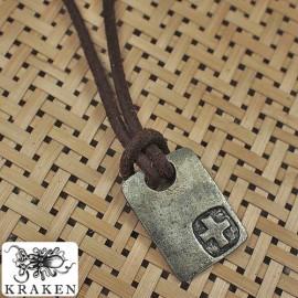 Кулон из металла на кожаном шнурке Крестоносец