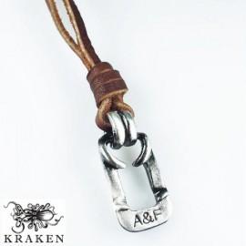 Кулон из металла на кожаном шнурке Abercrombie and Fitch Метал
