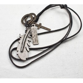 Кулон из металла на кожаном шнурке Перо