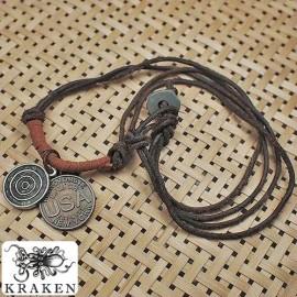 Кулон из металла на кожаном шнурке Abercrombie and Fitch Монеты
